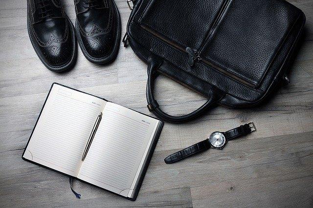 ノート、時計、鞄、靴